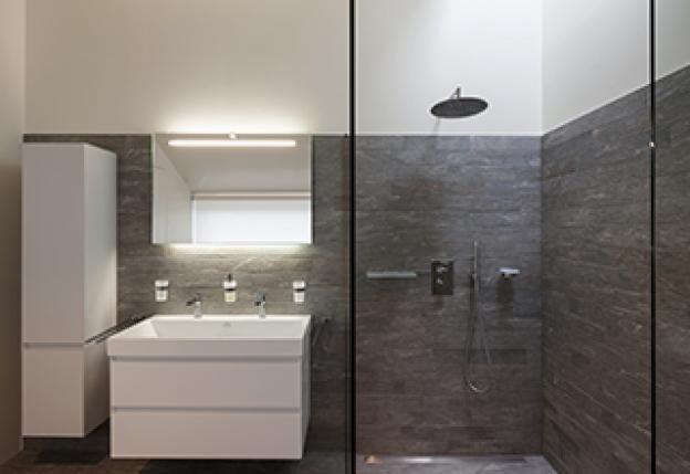 Spiegelleuchten im Bad: die wichtigsten Tipps und Tricks
