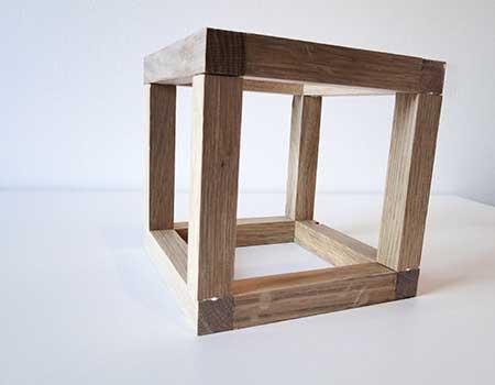 Ferig geleimter Holz-Würfel