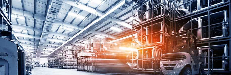 Industrie-Lagerhalle Automobilbranche mit Deckenbeleuchtung