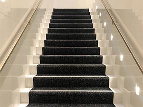 Treppe mit LED-Strahlern