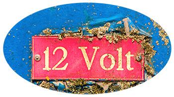 Schild: 12 Volt