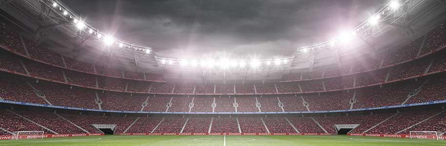 Fußballstadion beleuchtet