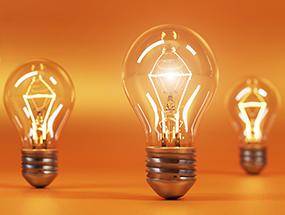 E27-Glühlampen vor einem orangenen Hintergrund