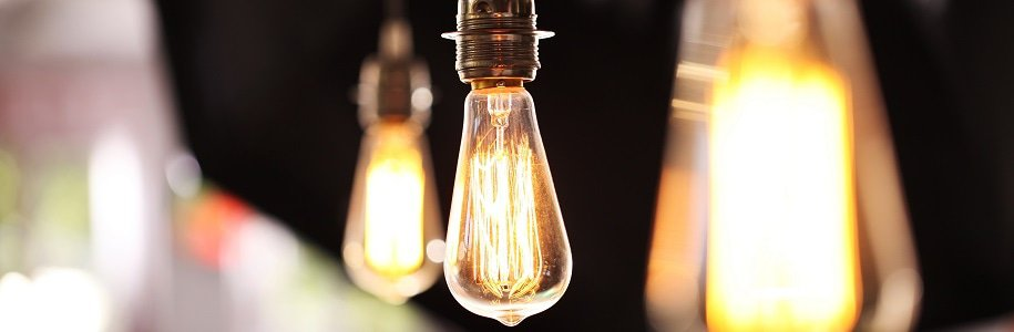 drei LED-Glühlampen mit E27-Fassung
