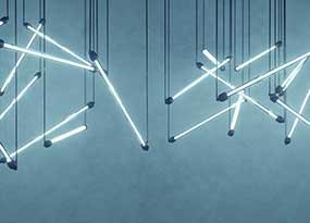 LED-Röhren hängen von der Decke